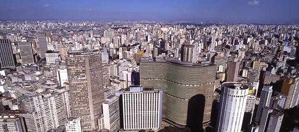 Mapa altimétrico do estado de São Paulo com o município de