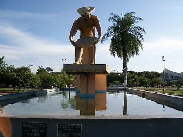 https://www.estadosecapitaisdobrasil.com/wp-content/uploads/2014/10/monumento-ao-garimpeiro-boa-vista-roraima.jpg