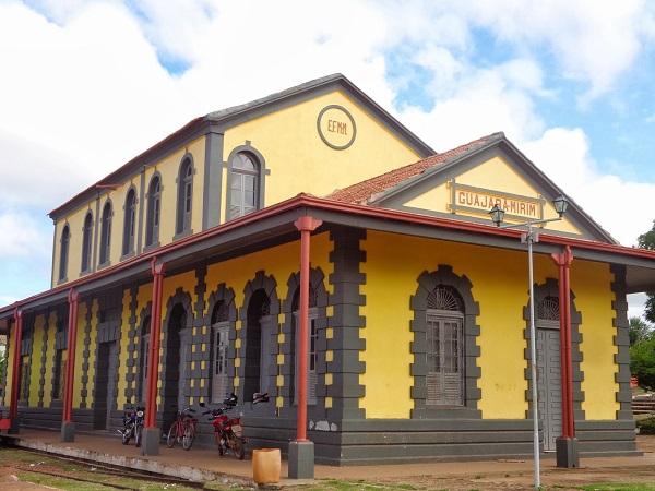 https://www.estadosecapitaisdobrasil.com/wp-content/uploads/2014/12/museu-historico-municipal-de-guajara-mirim-antiga-estacao-final-da-ferrovia-madeira-mamore-rondonia.jpg